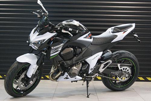 Kawasaki Z800 S Doplnkami Rizoma Motoridesk