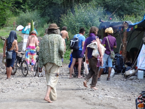 Recepcia - vstup do zóny hippies - Rainbow Gathering